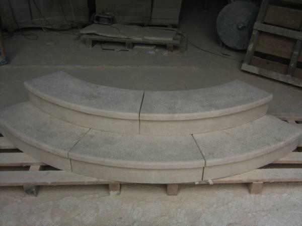 Escaliers en pierre de bourgogne marches contremarches for Marche escalier en pierre